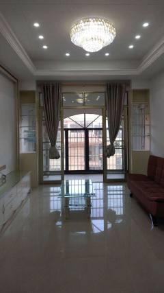 (八步区)香槟城3室2厅2卫120m²精装修